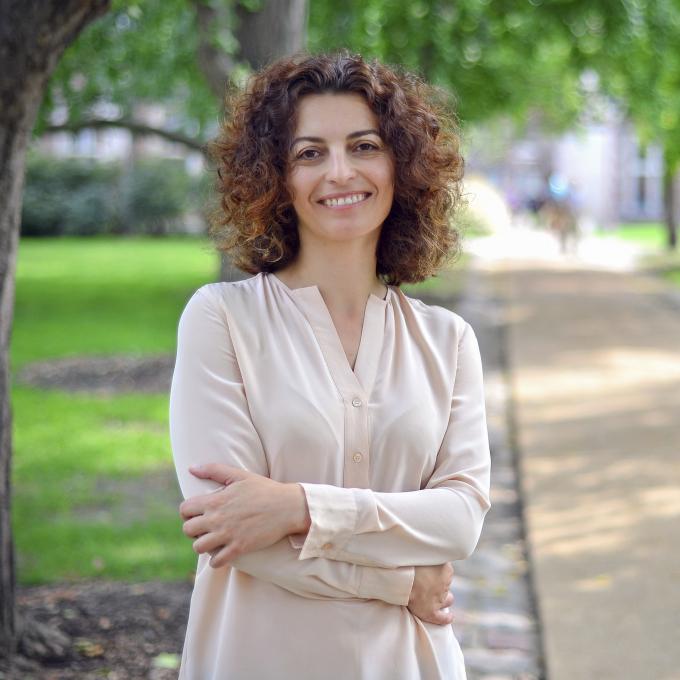 Headshot of Anca Parvulescu